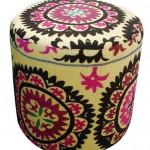 Pufe Cilindrico estofado em tecido Suzani com 47cm diametro x 47cm altura por 1288 reais na VELHA BAHIA - foto 3 (2)