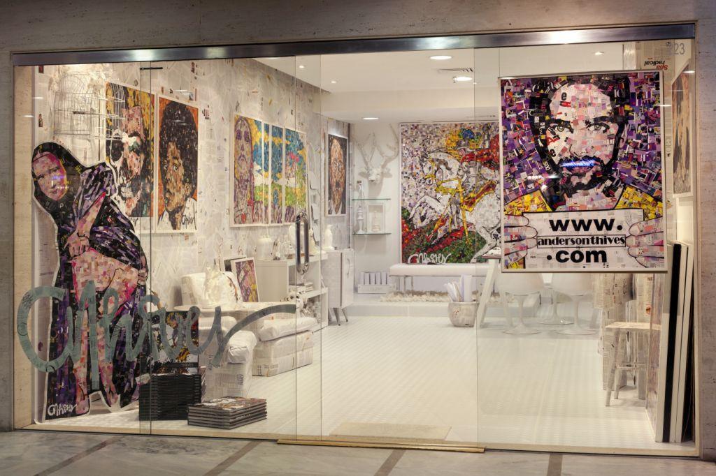 Anderson Thives inaugura exposição e é homenageado no Morar Mais por Menos
