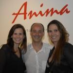 Roberto Oliveira Costa entre as Karin e Gessica Gottlieb