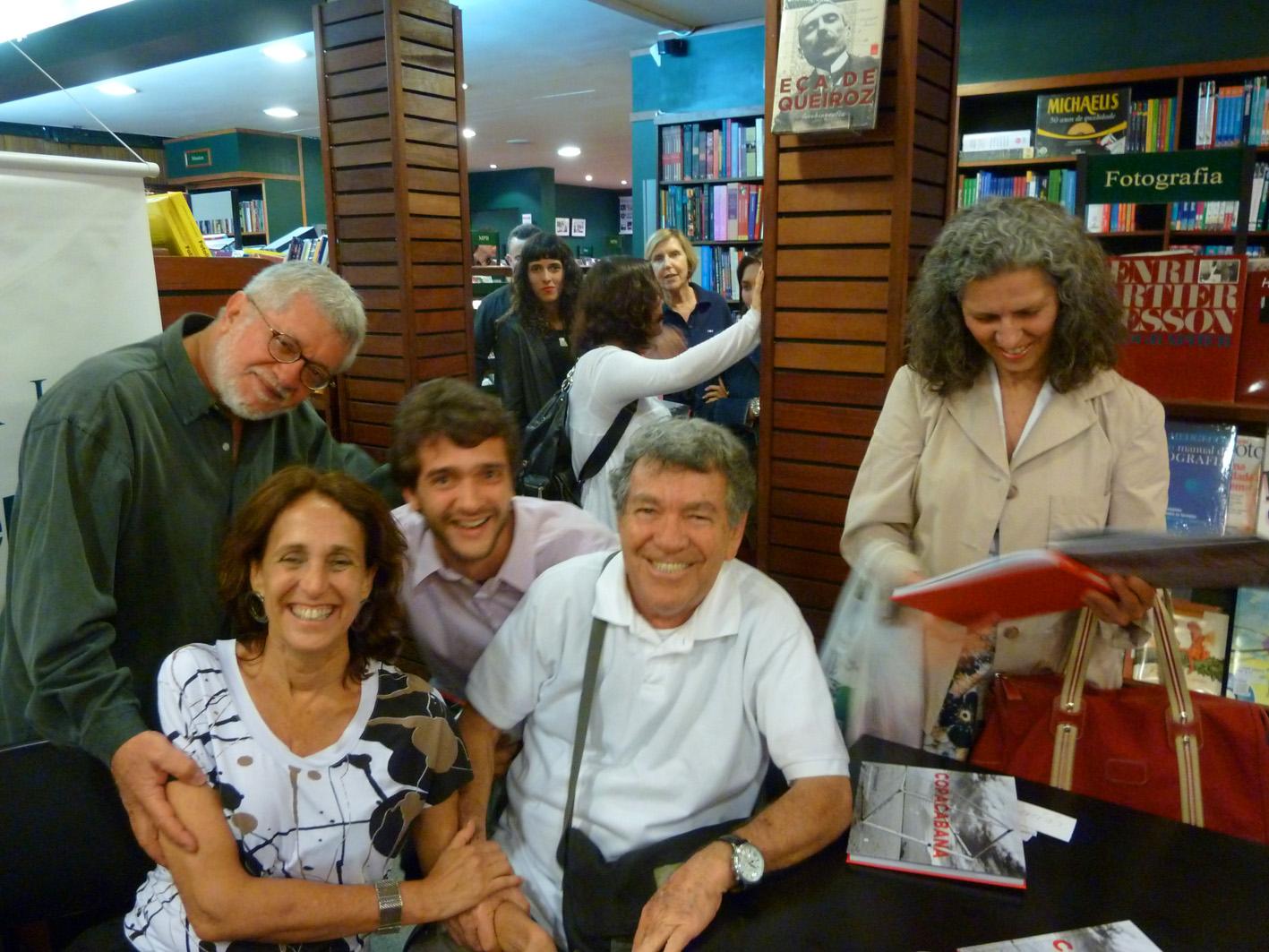 Kitty Paranaguá lota livraria no Leblon com lançamento