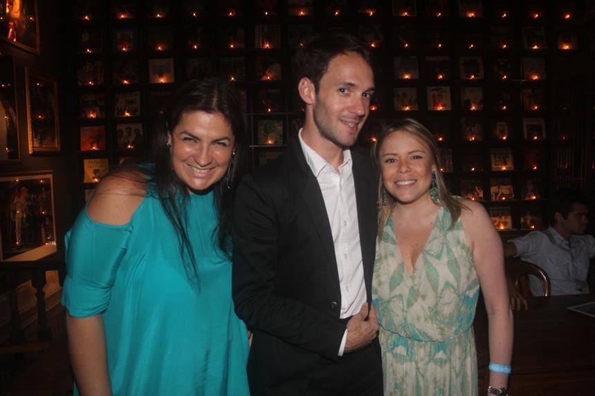 Happy Hour de Mariana Dornelles, Fillipi Sartori e Luciana Arnaud