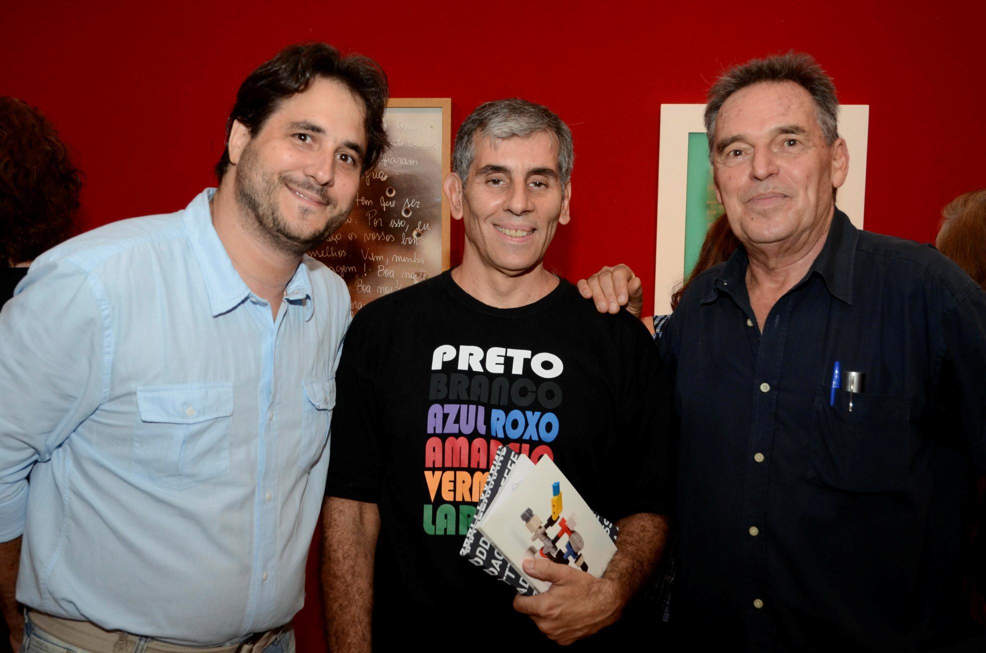 """Exposição """"Poetas no Palácio"""" no Espaço Ernani"""