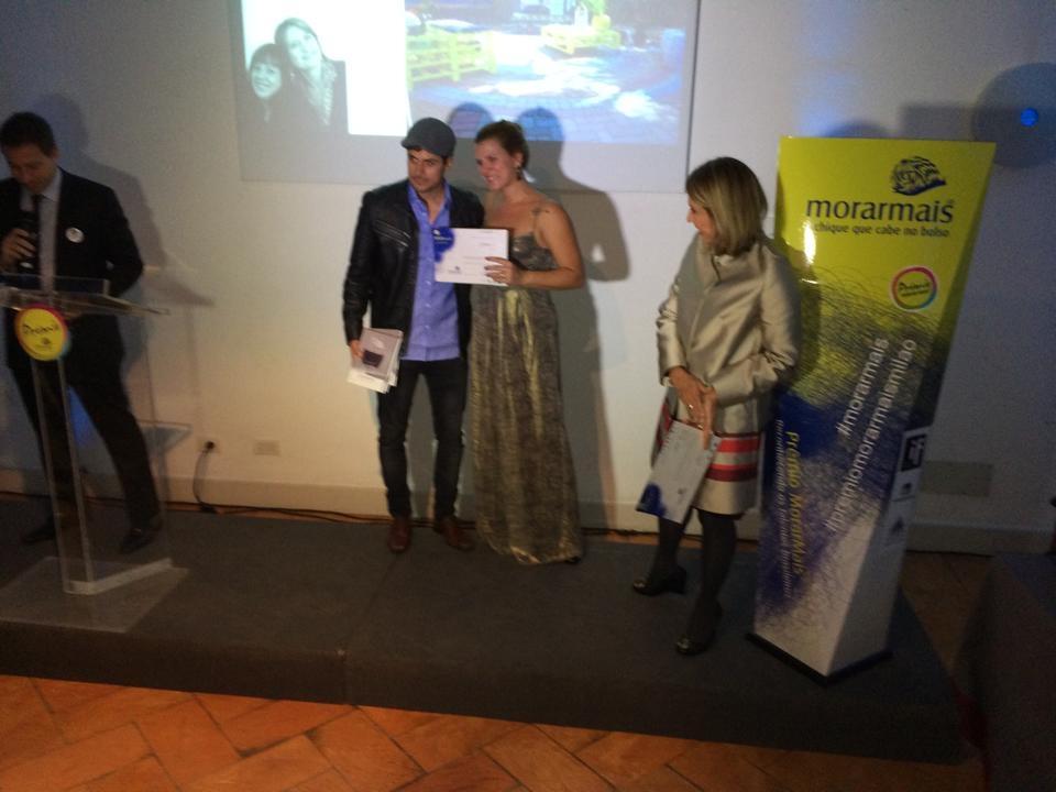 Joana Cepeda recebe prêmio da Mostra Morar Mais
