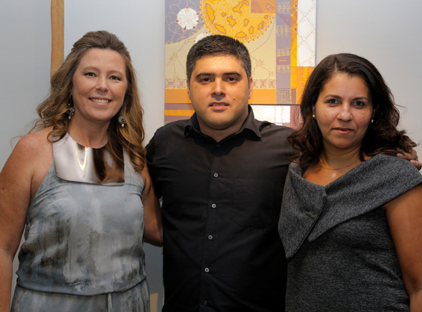 Abertura da mostra de Desirée Bruver reúne decoradores, artistas e convidados em Niterói