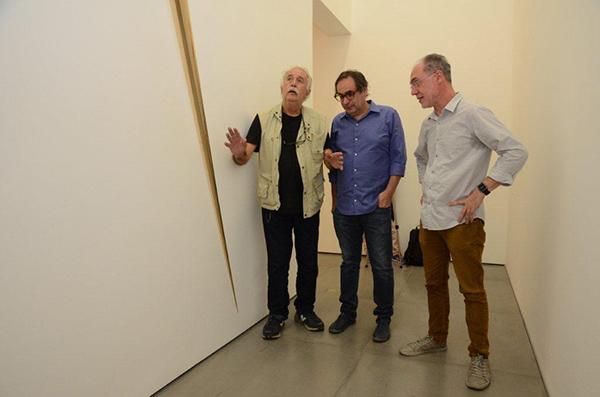 Galeria Nara Roesler do Rio de Janeiro apresenta produção recente de Artur Lescher na individual Afluentes