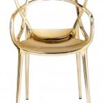 Versão dourada da cadeira Masters assinada por Phillippe Starck para a italiana Kartell