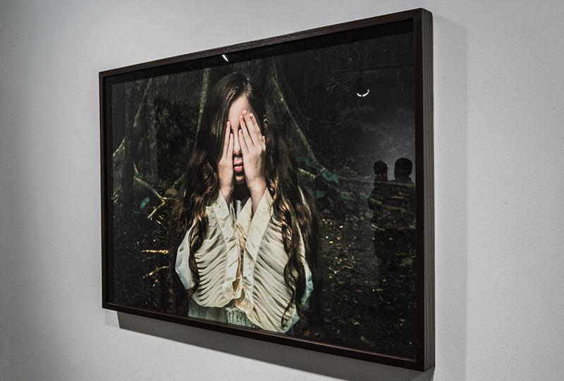 "Adrianna eu inaugura a mostra ""O mergulho de Narciso"" na Luciana Caravello"