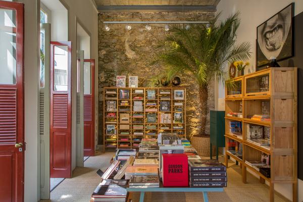 Casa Cor Rio – A Sala de Leitura de Bel Lobo, Bob Neri e Mariana Travassos