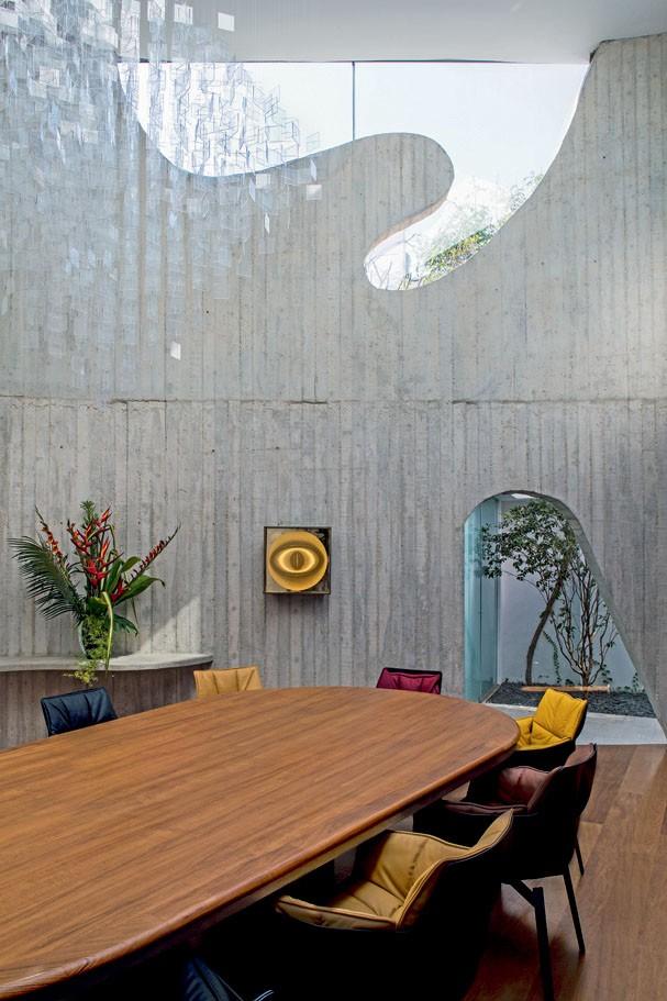 A casa de concreto da galerista Nara Roesler