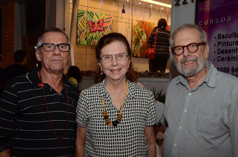Exposição coletiva 'Vínculos' reúne obras de 13 artistas diferentes