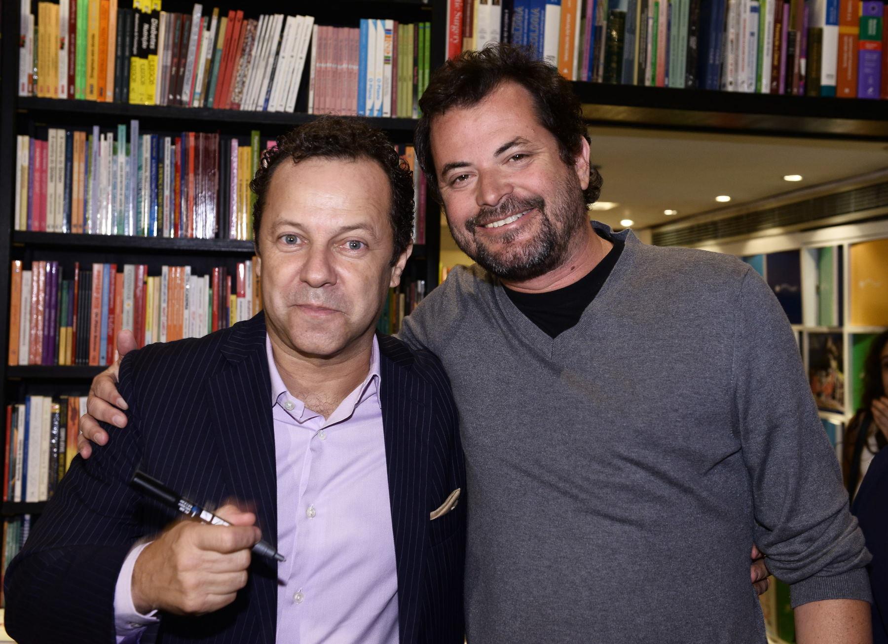 """Vik Muniz lança o catálogo """"Tudo Até Agora"""" na Travessa Leblon"""