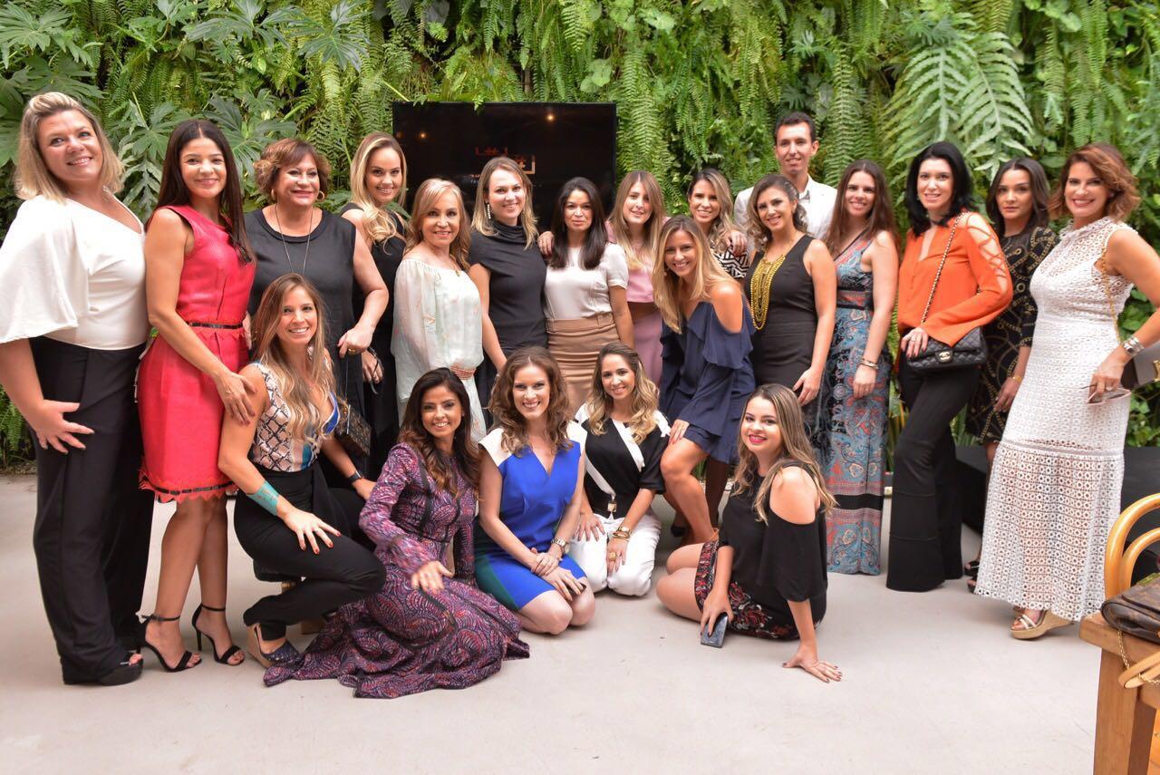 Time de blogueiras da Olioli faz coquetel no Rio de Janeiro