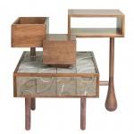 Mesa de apoio Modernista produzida a partir do revestimento Niterói da Mosarte, e assinada pela Em2 Design