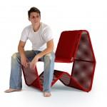 O Designer Bruno Faucz sentado na cadeira FAU, assinada por ele