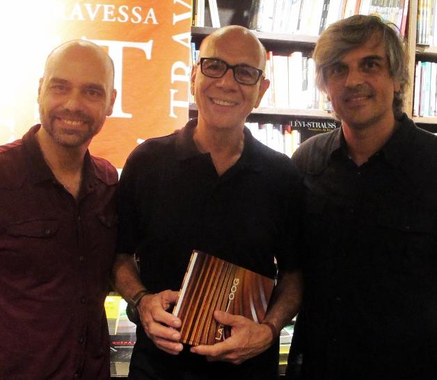 Lattoog lança livro em Ipanema