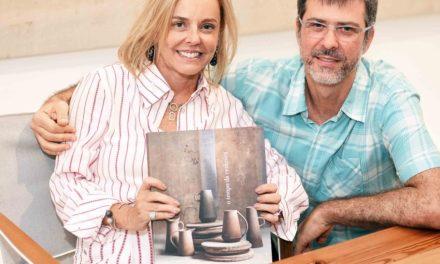 Denise Stewart reúne amigos no lançamento do seu livro de arte
