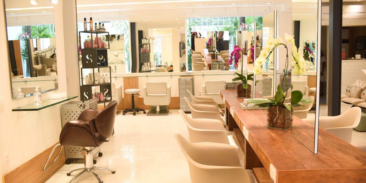 Crystal Hair: o salão dos chics e famosos do Rio amplia seu espaço em Ipanema, com novo projeto de arquitetura.