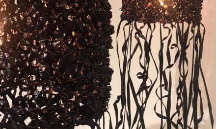 Peças criadas por Maria Fernanda Paes de Barros marcam reabertura da galeria Yankatu, em São Paulo
