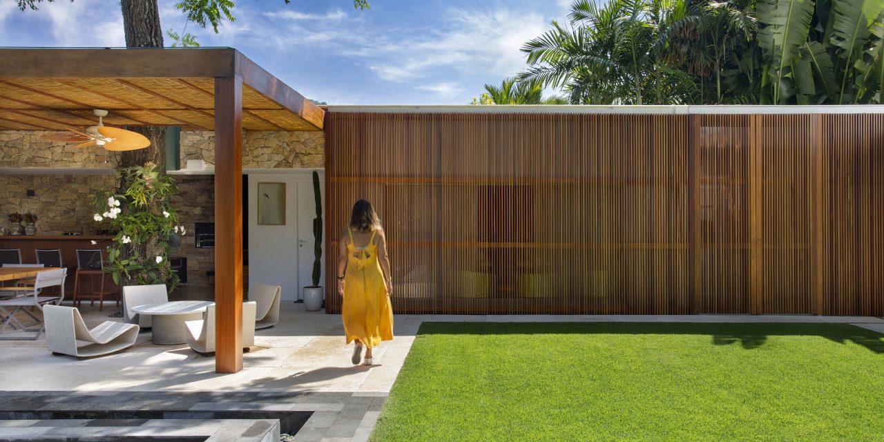 Arquiteta Bianca Da Hora assina área externa de 700 m2 de uma casa no Itanhangá