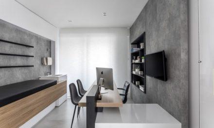 Curitiba-PR: projeto de consultório foge da tradicional combinação entre bege e branco