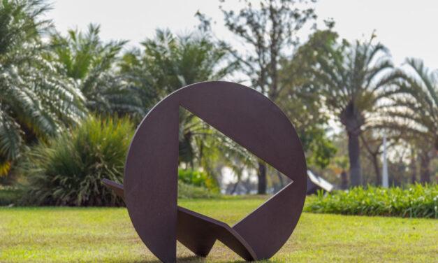 """São Paulo: Exposição """"Novos Rumos"""" reúne esculturas de grandes artistas a céu aberto"""