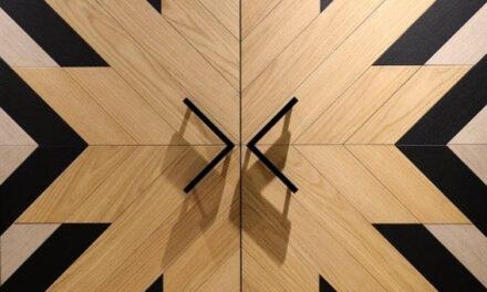 Uso de couro e metais na decoração traz a atmosfera de acolhimento e elegância