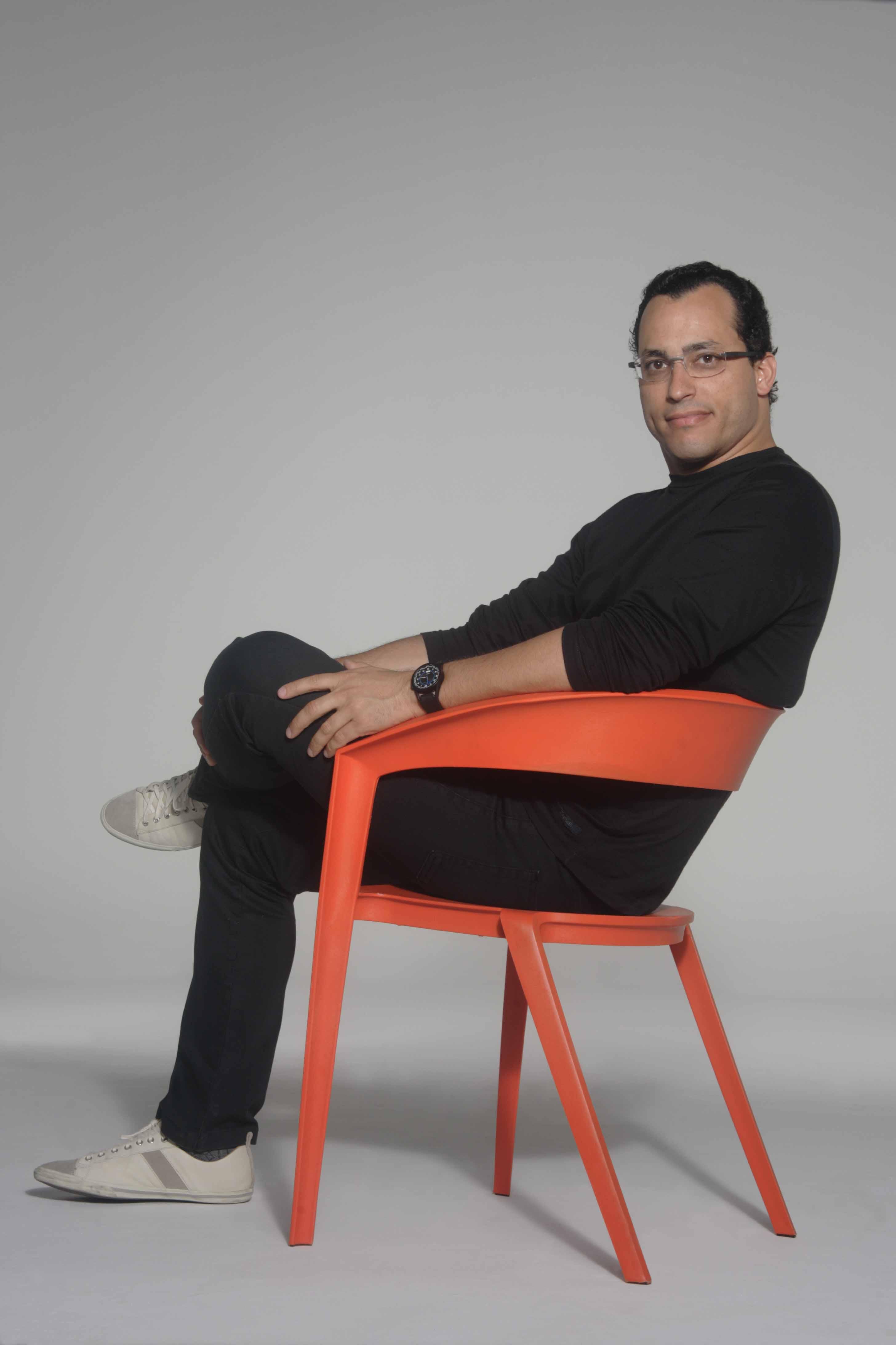 Cadeira de fibra com design de Índio da Costa