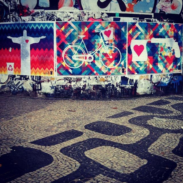 Le Modiste estampa os muros da cidade