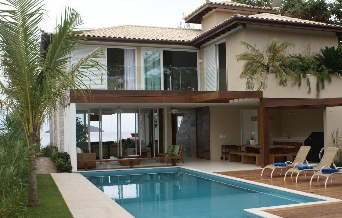 Andrea Chicharo entrega casa com conforto total à beira mar