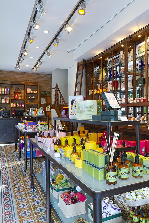 Novas lojas da Granado por Jorge Nascimento e Guilherme Saggese