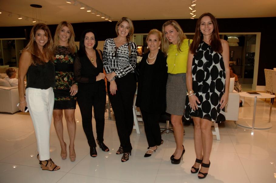Marisa Tissot realiza evento de Natal no showroom da Sierra Móveis