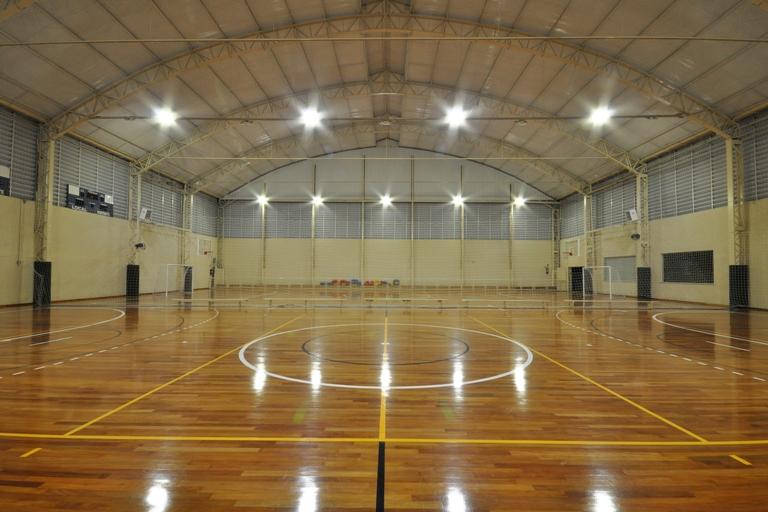 Ginásio esportivo ganha conforto e economiza energia
