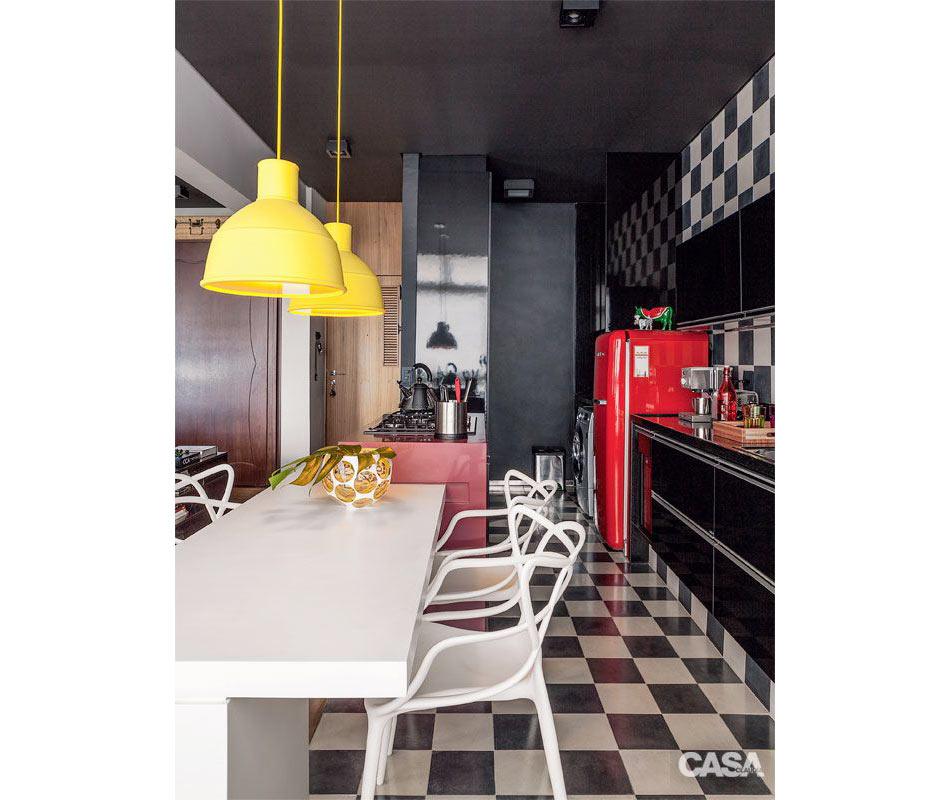 23 ambientes com paredes pretas que são puro luxo