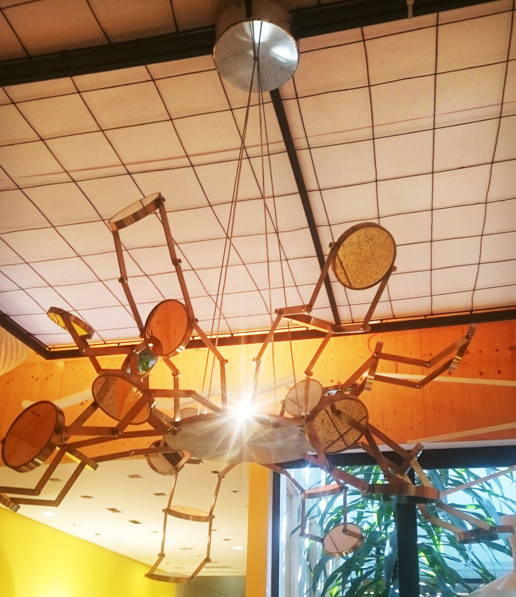Neta de Lygia Clark expõe luminária inspirada na avó durante Design Weekend