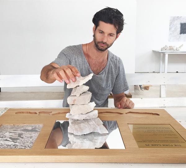 Exposição do artista Lucio Salvatore no Centro Cultural dos Correios
