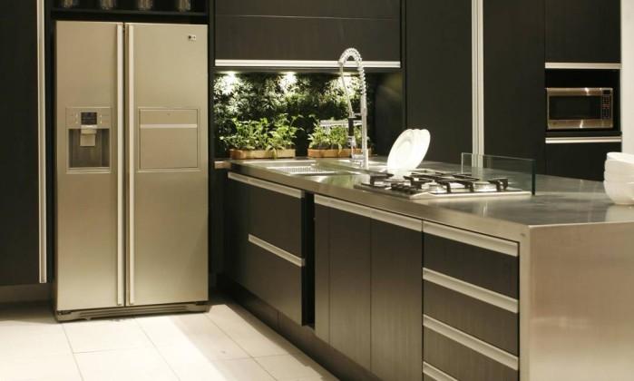 A chamada madeira carbonizada ganha destaque em projetos residenciais