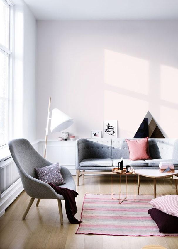 Décor do dia: sala cinza, rosa e triangular