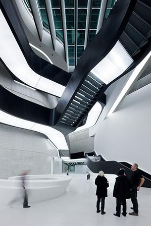 A trajetória, os conceitos e os principais projetos de Zaha Hadid