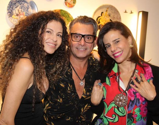 Yara Figueiredo lança coleção de louças