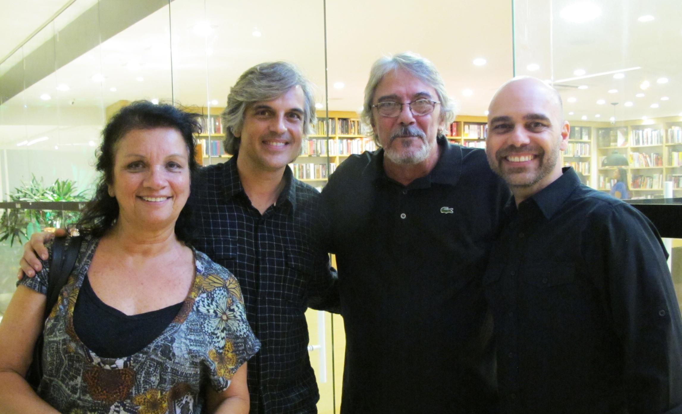 Lattoog lança livro em Niterói