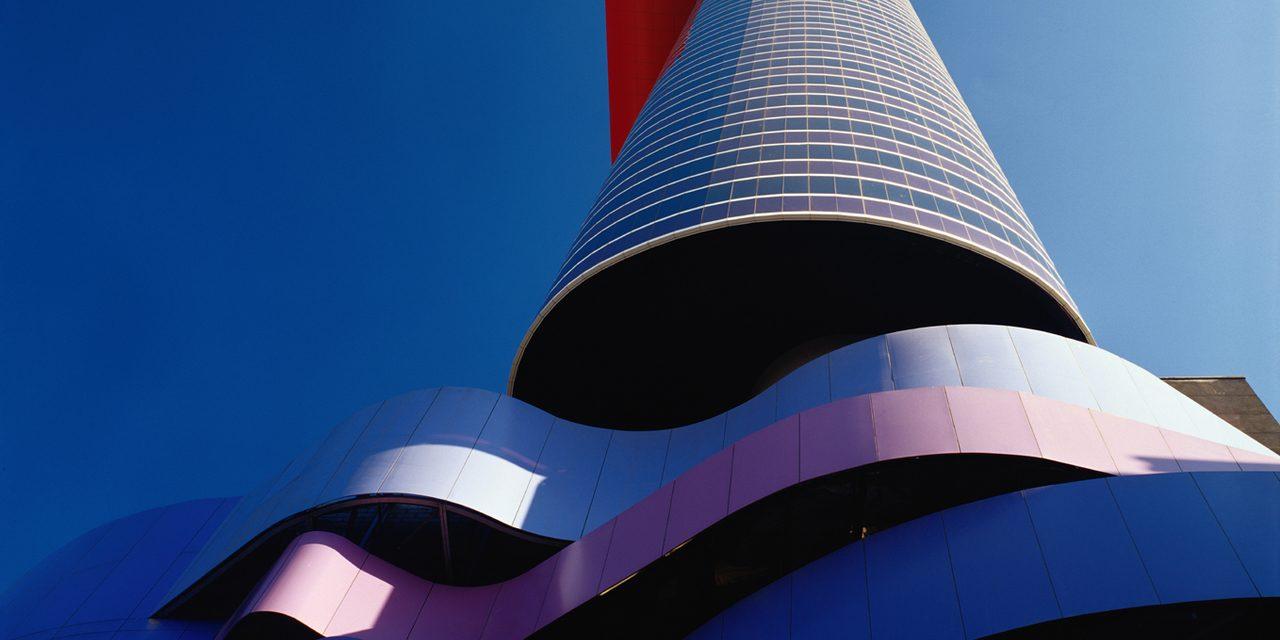 Exposição de Oscar Niemeyer no Instituto Tomie Ohtake