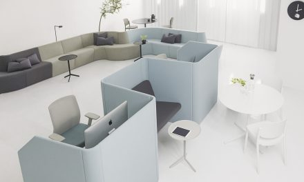 O designer Lucas Carareto cria estação de trabalho acústica