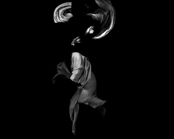 """A mostra """"Matéria Escura"""" do artista Manoel Veiga"""