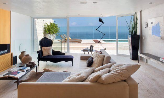 A arquiteta Renata Zappellini atualiza o décor de sua cobertura na Praia de São Conrado